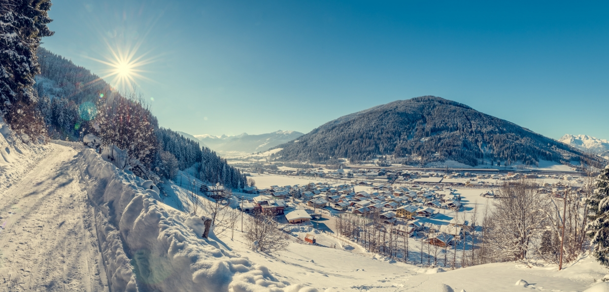 Winter holiday in Eben im Pongau in the middle of the ski resort Ski amadé with its family ski resort monte popolo